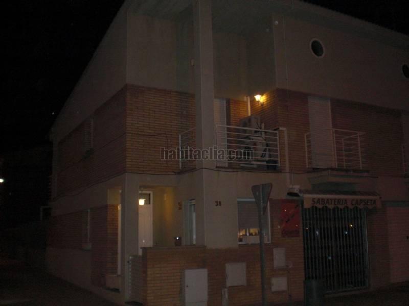 Casa adosada por en carrer domenec puigredon casa - Barbacoa esquinera ...